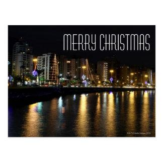Natt som skjutas av byggnader och julljus vykort