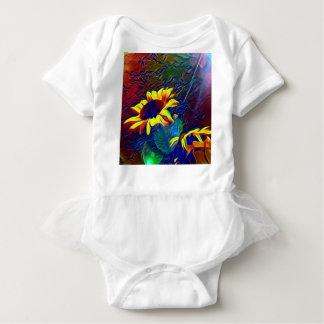 Nätt vibrerande konstnärliga solrosor tee shirt