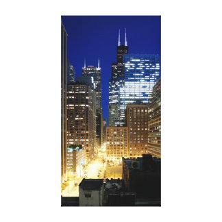 Natten beskådar av cityscape av Chicago Canvastryck