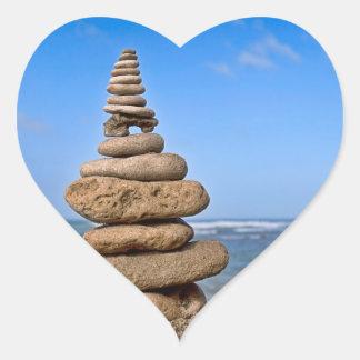 Naturen balanserar hjärtformat klistermärke