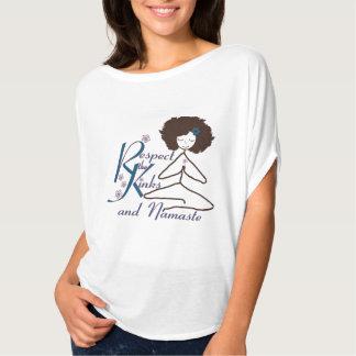 Naturlig hårrespekt vrider den Namaste Tee Shirt