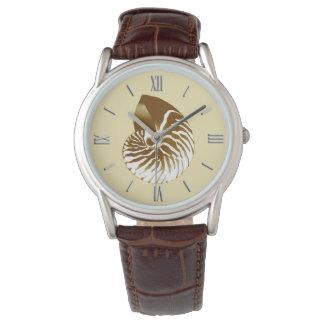 Nautilussnäcka - brunt, vit och beige armbandsur