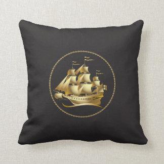 Nautisk guld- segelbåt dekorativ kudde