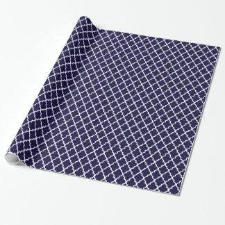 Nautisk marinblå sjal för Quatrefoil mönstergåva Presentpapper