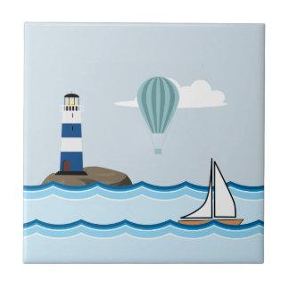 Nautisk plats med fyren och segelbåten kakelplatta