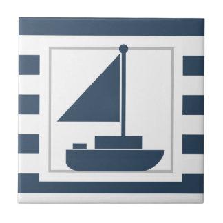 Nautiska blåttrandar med segelbåten kakelplatta