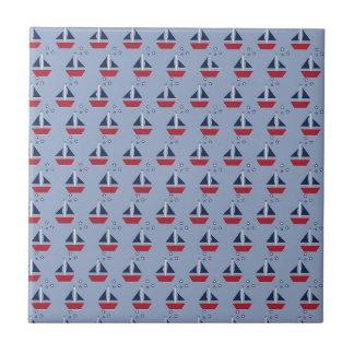 Nautiska segelbåtar på blått kakelplatta