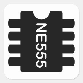 NE-555 FYRKANTIGT KLISTERMÄRKE