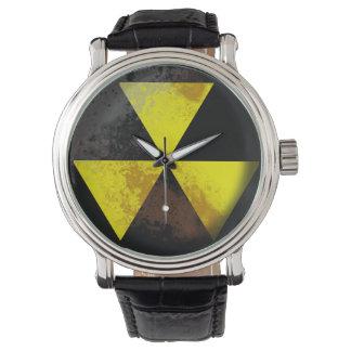 Nedfallskydd/klocka för farlig avfalls armbandsur