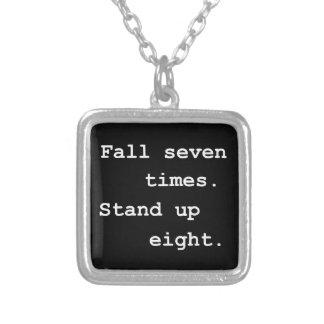 Nedgången står sju tider, upp åtta silverpläterat halsband