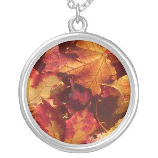 Nedgånghöst löv silverpläterat halsband