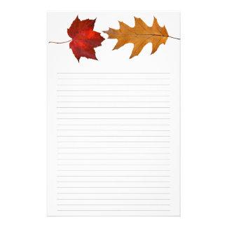 Nedgånglönn och fodrat handstilpapper för Oak löv Brevpapper