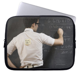 Nerdy manhandstil på blackboarden laptop sleeve