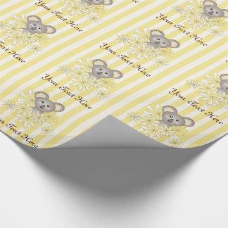 Neutral görad randig barns födelsedaggult för baby presentpapper