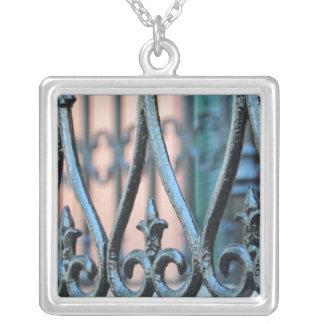 New Orleans Ironwork Halsband Med Fyrkantigt Hängsmycke