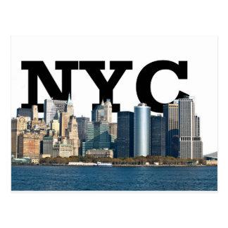 """New York horisont med """"NYC"""" i himmlen över Vykort"""