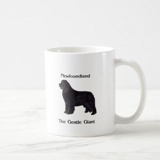 Newfoundland hund stillajätten vit mugg