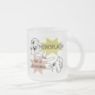 Newsflash mig förmiddag T-tröja och gåvor för en Frostad Glasmugg
