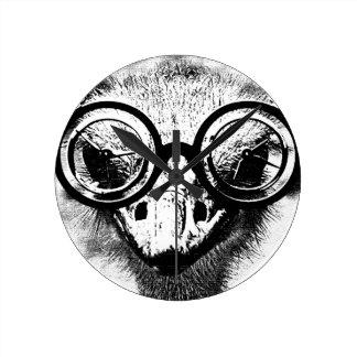 Nicolaus ostrichen i svart & grafisk vit rund klocka