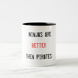Ninjas är den bättre därefter piratmuggen Två-Tonad mugg