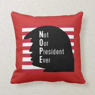 NOPE.  Inte OurPresident någonsin dekorativ kudde