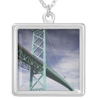 Nordamerika KANADA, Ontario, Windsor: Silverpläterat Halsband