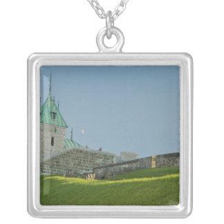 Nordamerika Kanada, Quebec, gammala Quebec City. 2 Silverpläterat Halsband