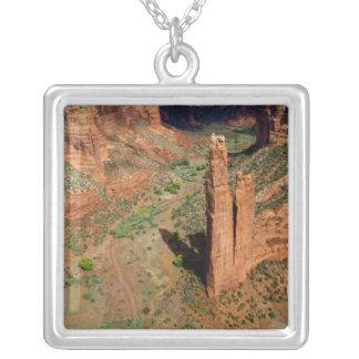Nordamerika USA, Arizona, Navajoindier 7 Halsband Med Fyrkantigt Hängsmycke