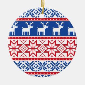 Nordisk ren och snöflingor rund julgransprydnad i keramik