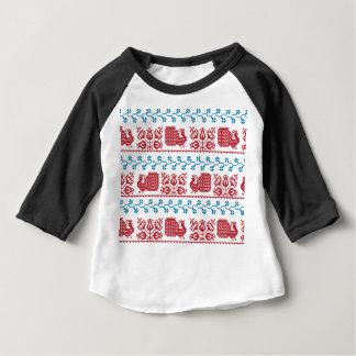 Nordiskt broderimönster (påfågeln och blommor) tee shirts
