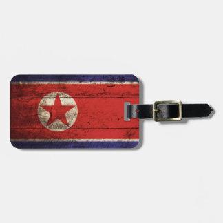 Nordkorea flagga på gammalt Wood korn Bagagebricka