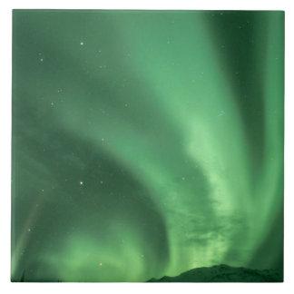 Nordligt ljus, norrsken, över foothills kakelplatta