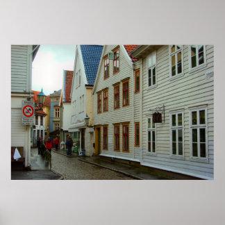 Norge, Bergen, trähus och en lappad gata Poster