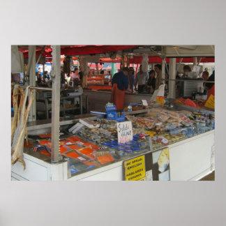 Norgen Bergen, fisk marknadsför på stranden Poster