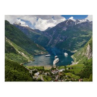 Norgen beskådar till Geiranger från Flydalsjuvet Vykort
