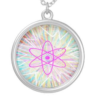 Nucleas: Holistic purpurfärgade vibrationer Silverpläterat Halsband