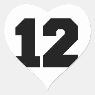 Numrera 12 hjärtformat klistermärke