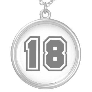Numrera 18 silverpläterat halsband