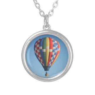 Ny rutig luftballong - mexico halsband med rund hängsmycke