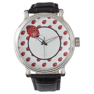 Nyckelpigor i rött armbandsur