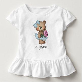 Nyckfull Ballerinabjörn med blommabuketten T-shirts