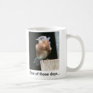 Nyckfull kaffemugg för blåsångare