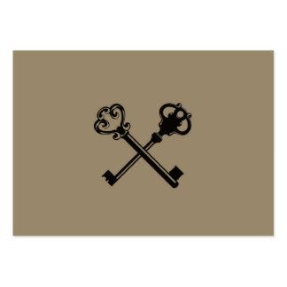 Nycklar för vintage två på brunt bakgrundsmönster visitkort