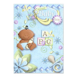 Nyfödd bebispojkeinbjudan eller meddelande individuella inbjudningskort