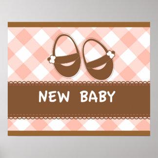 Nyfödd bebisrosor och brunt affischer