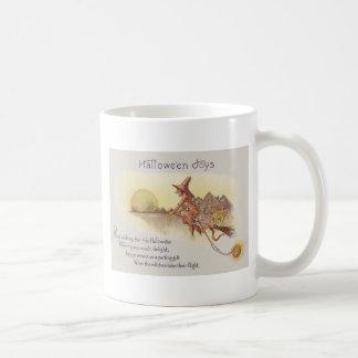 O för jack för fullmåne för häxaflygkvast lykta kaffemugg