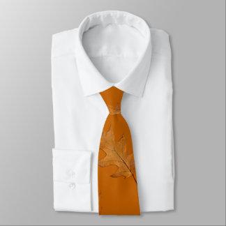 Oaklöv rostar den orange tien slips