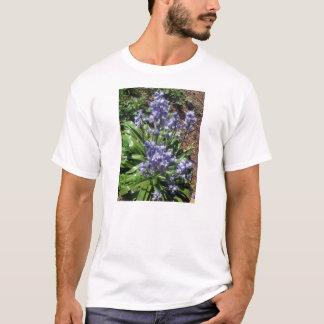 Oavkortad blom för purpurfärgade blåklockor tee shirts