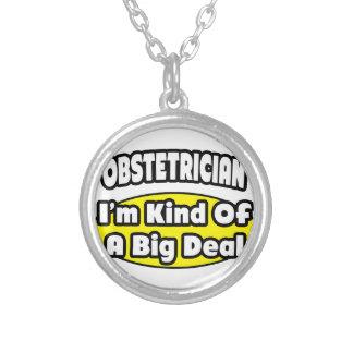 Obstetrician sort av en stor överenskommelse anpassningsbara smycken