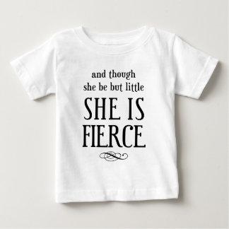 Och fast hon är men lite, är hon våldsam! tee